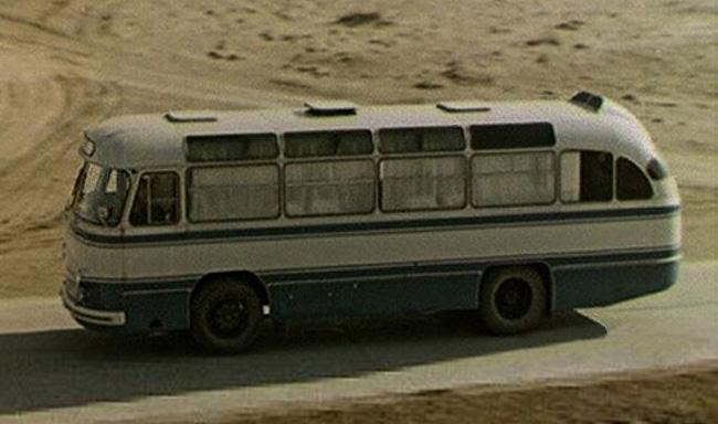 Автобус ЛАЗ-695Б для космонавтов на пути к стартовой площадке