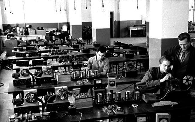 Сборочный цех Львовского завода телеграфной аппаратуры